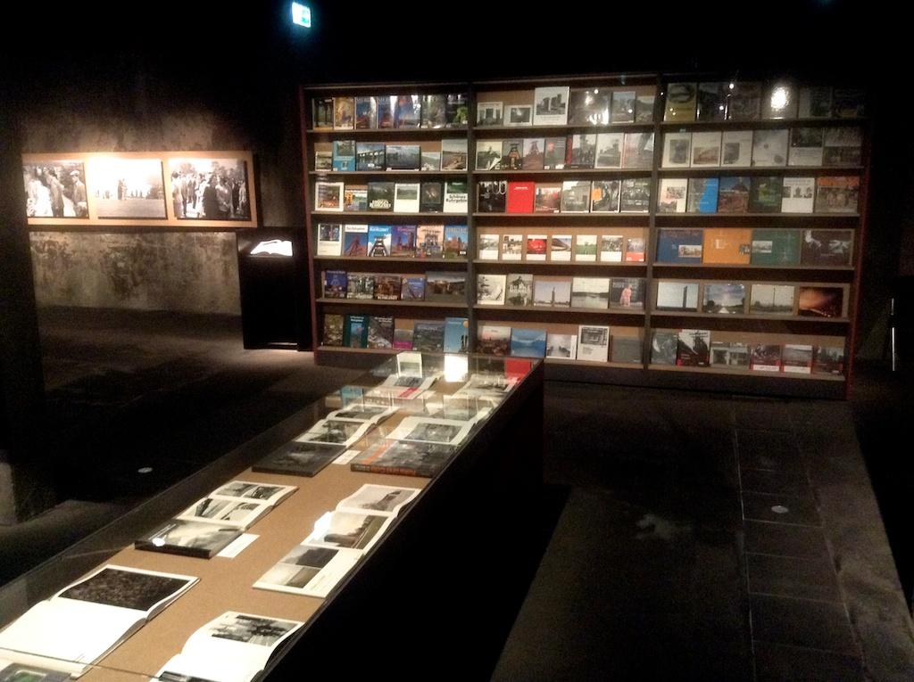 Halden von Büchern und Publikationen zum Thema Ruhrgebiet entstanden nach BöllChargesheimer
