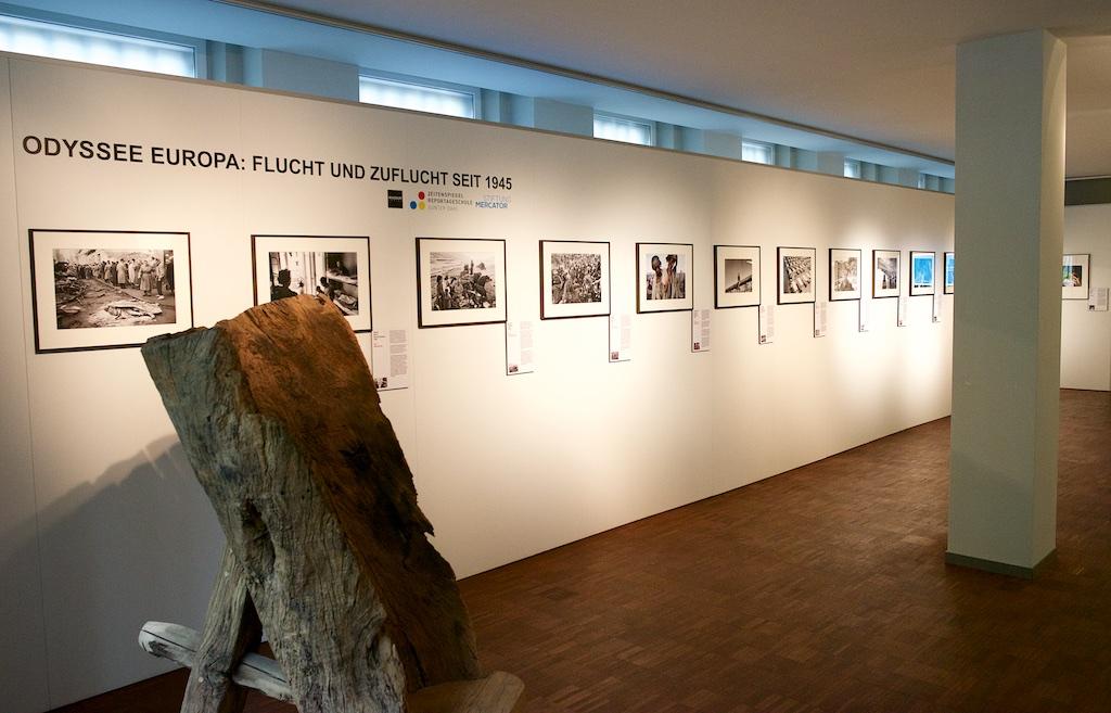 """""""Odyssee Europa - Flucht und Zuflucht seit 1945"""" - Fotoausstellung in den Räumen der Stiftung Mercator GmbH in Essen, Huyssenallee 46"""