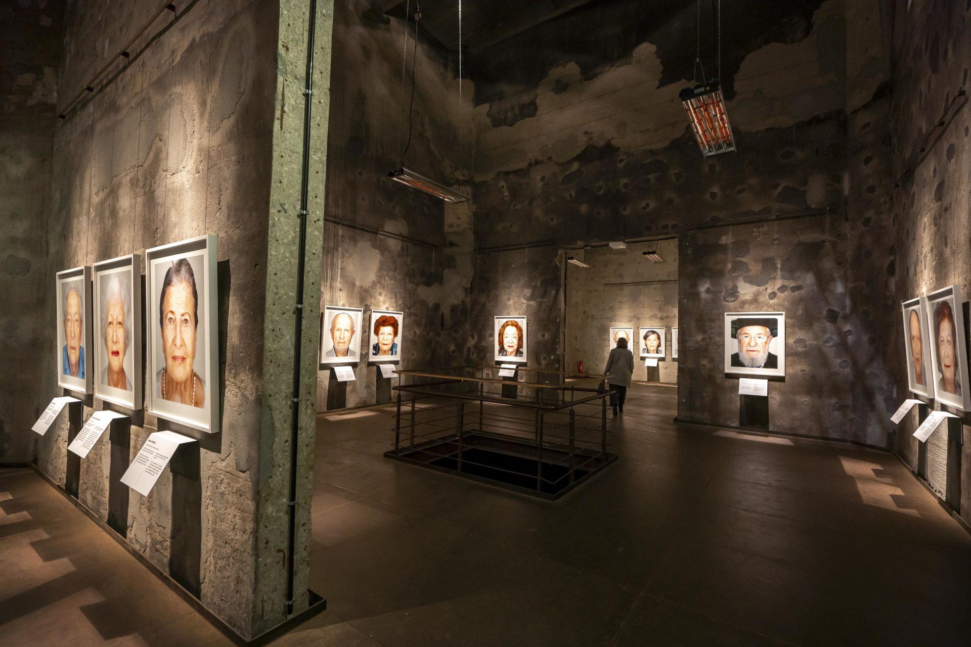 """Ausstellung """"Survivors"""" in der Mischanlage der Kokerei Zollverein. Foto, im Auftrag der Stiftung Zollverein, Jochen Tack."""