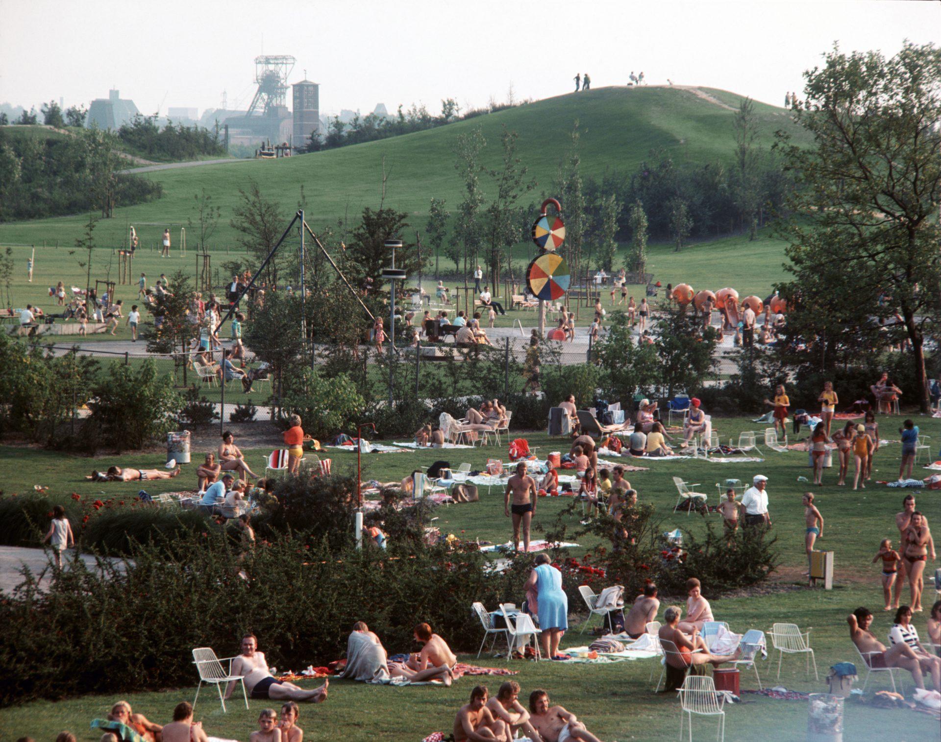 Freibad und Liegewiesen im Revierpark Nienhausen, 1977, Foto: Manfred Ehrich.